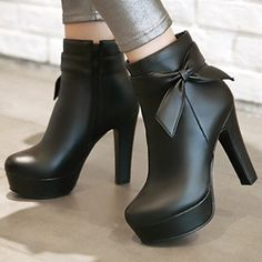 Womens boots in Eridress attract ladies trying to get cheap boots for women. We invite you to purchase winter fashion boots on sale especially leather boots from such a site. Platform High Heels, High Heel Boots, Ankle Boots, Pretty Shoes, Beautiful Shoes, Fashion Heels, Fashion Boots, High Heel Stiefel, High Heels Plateau