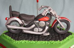 Motor cake topper fondant Motorcycle Birthday Cakes, Motorcycle Cake, Dad Birthday Cakes, Fondant Cake Toppers, Cupcake Cakes, Motor Cake, Harley Davidson Cake, Bike Cakes, 40th Cake