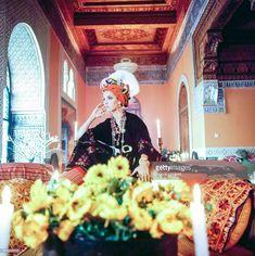 News Photo : Turned in profile, Talitha Getty wears a turban... Marrakech, Bohemian Style, Boho Chic, Bohemian Fashion, Editorial Photography, Fashion Photography, Travel Photography, Talitha Getty, Brown Jumpsuits