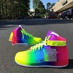 Sneakers striking, but still look aesthetic.. #staycool 😍😍