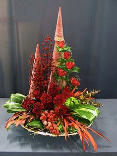 Flower arranging - a selection of Christmas flower arrangements by Chrissie Harten, with information on the materials and mechanics used to create each design. Christmas Flower Arrangements, Christmas Flowers, Christmas Centerpieces, Christmas Decorations, Centerpiece Ideas, Christmas Door Wreaths, Small Christmas Trees, Christmas Holidays, Christmas Tabletop