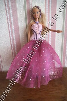 Barbie Knitting Patterns, Barbie Patterns, Barbie Gowns, Barbie Dress, Diy Barbie Clothes, Doll Clothes, Habit Barbie, Pink Doll, Barbie And Ken