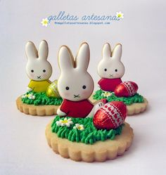 how cute are these Easter biscuits No Egg Cookies, Fancy Cookies, Iced Cookies, Easter Cookies, Cookies Et Biscuits, Sugar Cookies, Christmas Cookies, Easter Biscuits, Cookies Decorados