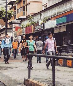 """59 Me gusta, 11 comentarios - Mara (@mara.jg) en Instagram: """"Gente// people... #Caracas #Venezuela #vidaurbana #urbanlife #citylife #ciudad_ve #rinconesdeccs…"""""""