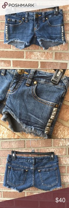 Free People denim shorts size 25 Amazing Free People Jean shorts  They are size 25  Factory frayed  Decorative studding is factory tarnished to give a worn-in look! Free People Shorts Jean Shorts
