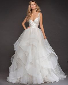 Drop-dead Gorgeous Spring 2018 Hayley Paige Wedding Dresses You can always count on Hayley Paige to provide stellar wedding dress inspiration! These Spring 2018 Hayley Paige wedding dresses are full of the show stopping glamour that every bride dreams of. Wedding Dress Sizes, Dream Wedding Dresses, Bridal Dresses, Event Dresses, Hailey Page Wedding Dress, Dresses Dresses, Wedding Skirt, Ball Gown Wedding Dresses, Dresses 2016