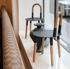 Chaises design an bois TWIST par MOHADED STUDIO.