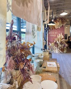 Waco Magnolia, Magnolia Joanna Gaines, Magnolia Market, Chip And Joanna Gaines, Fall Home Decor, Autumn Home, Home Decor Trends, Fall Displays, Autumn Display