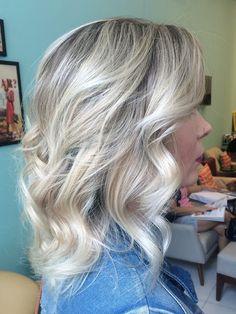 Blonde Loira Cabelo loiro Short hair Blonde short hair Cabelo curto Ondulado                                                                                                                                                     Mais