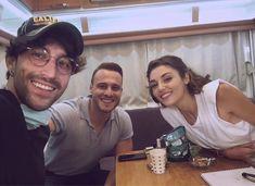 Selfies, Green Leaf Wallpaper, Summer Body Goals, Drama Tv Series, Tv Couples, Hande Ercel, Turkish Beauty, Turkish Actors, Couple Goals