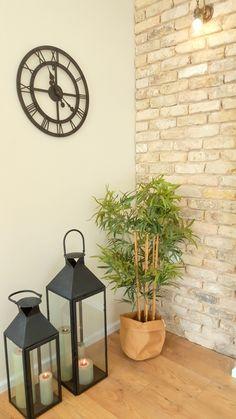 הום סטיילינג לסלון Sala Oriental, Home Living Room, Living Room Decor, Metal Stairs, Apartment Renovation, Wall Cladding, Home Decor Kitchen, Decoration, Sweet Home