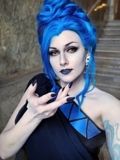 38 pics and memes to improve your mood. Disney Villain Costumes, Disney Cosplay, Horror Makeup, Scary Makeup, Disney Halloween Costumes, Halloween Cosplay, Homemade Halloween, Halloween Make Up, Halloween Zombie