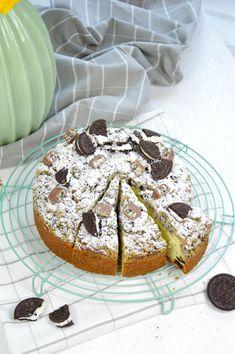 Oreo-Kuchen mit Oreo Streuseln Muffin, Breakfast, Food, Cake Batter, Sprinkles, Birhday Cake, Food Food, Bakken, Essen