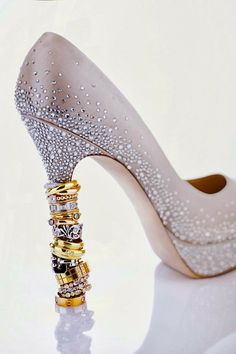 Like how the bling fades. Engagement Rings Princess, Princess Cut Rings, Wedding Shoes Bride, Bling Wedding, Bridal Shoes, Wedding Ring Styles, Wedding Rings, Wedding Ideas, Jewellery Advertising