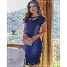 Vestido tubinho jeans escuro gola recorte Moda Fashion, Denim Fashion, Womens Fashion, Jeans Gown, Pretty Dresses, Blue Dresses, Blue Jean Dress, Frock Design, Casual Work Outfits
