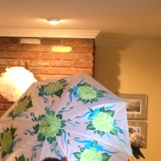 A wonderful Gift to the bride for her shower: hand painted umbrella with acrylic paint. Great idea and so beautiful! Umbrella Painting, Umbrellas Parasols, Decorative Boxes, Hand Painted, Shower, Bride, Gifts, Beautiful, Ideas