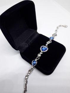 Edles Armband Armreif mit blauen und klaren Kristallen Strass Steinen NEU