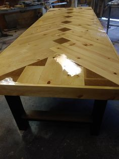 Chevron Table, Conference or Dining – Farmhouse table diy Small Woodworking Projects, Woodworking Outdoor Furniture, Pallet Furniture, Diy Woodworking, Wood Projects, Woodworking Classes, Furniture Design, Woodworking Chisels, Woodworking Workshop