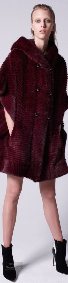 Mendel Pre- Fall 2015 To see the collection go to VOGUE That's the Haute Stream. Burgundy Fashion, Fur Fashion, High Fashion, Fashion Beauty, Fashion Outfits, Womens Fashion, Marsala, Shades Of Maroon, Fashion Cover