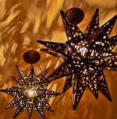Mexican Star Lights - Create Drama with Light Mexican Patio, Mexican Hacienda, Hacienda Style, Mexican Garden, Mexican Style Decor, Mexican Kitchens, Santa Fe Style, Mexican Designs, Dark Interiors