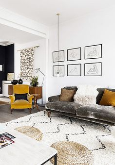 These genius Feng Shui tips transformed my tiny apartment Small space decorating ideas Art on the walls Living Room Interior, Home Interior Design, Living Room Furniture, Living Room Decor, Bedroom Decor, Living Room Feng Shui, Dining Living Room Combo, Interior Design Yellow, Feng Shui Interior Design