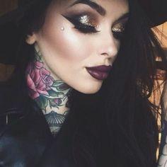 Good glitter glam eye makeup, dramatic winged eyeliner, dark red lips & her tattoos Flawless Makeup, Gorgeous Makeup, Love Makeup, Skin Makeup, Makeup Inspo, Makeup Art, Makeup Inspiration, Beauty Makeup, Hair Beauty