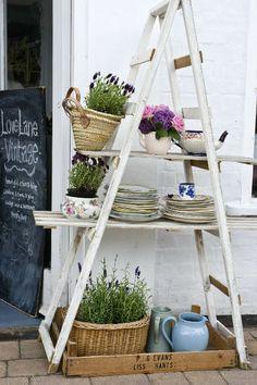 Heart Handmade UK: The Best Vintage Styling Ideas from Love Lane Vintage Old Ladder, Vintage Ladder, Ladder Display, Ladder Decor, Ideas Prácticas, Vintage Display, Antique Market, Store Displays, Store Design
