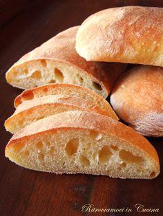 Ritroviamoci in Cucina: Quando penso al pane: la Ciabatta (idratazione al 75%).
