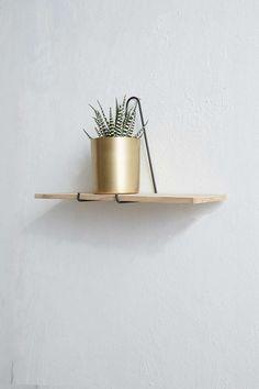 Triangle Wire Shelf