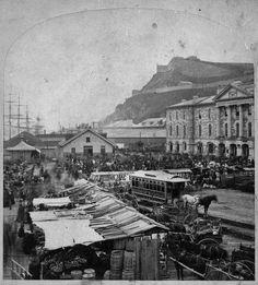 Site du marché Champlain et imposante halle en 1865.Terminus Cie Grand Tronc ch. de fer du Canada, tramway hippomobile