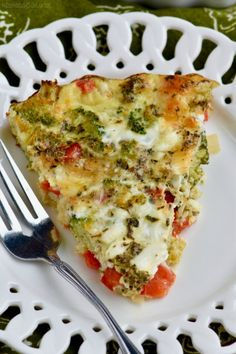 Maybe add a pie crust? This Crustless Vegetable Quiche is easy to make and only 120 calories a slice! So delicious! Breakfast Quiche, Breakfast Dishes, Breakfast Recipes, Quinoa Breakfast, Veggie Quiche, Quiche Dish, Frittata, Easy Quiche, Low Carb Recipes