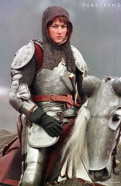 Actress Leelee Sobieski playing Joan of Arc in the Alliance-Atlantis production about the century French heroine, prepares to lead her troops into battle during filming near Prague in the Czech. Get premium, high resolution news photos at Getty Images Jeanne D'arc, Female Armor, Female Knight, Lady Knight, Warrior Girl, Warrior Princess, Warrior Women, Medieval Armor, Medieval Fantasy