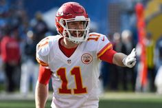 Andy Reid says only concern with Chiefs QB Alex Smith is age = Head coach Andy Reid and the Kansas City Chiefs were very active in the draft, trading up all the way from No. 27 to No. 10, then using that pick to take QB Patrick Mahomes. The Texas Tech product is apparently the successor to current QB Alex Smith. That being said, Reid doesn't seem in any hurry to replace Smith and rush Mahomes onto the field. He said…..
