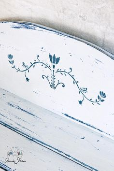 A traditional Swedish stencil from Annie Sloan. One of my favourites in the range