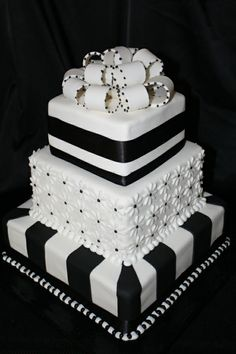 Very chic black and white cake.  I love the different sorts of detail and the bow on top is perfect.  ᘡղbᘠ