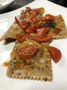 Ravioli con grano saraceno ripieno di salsiccia e porcini Risotto, Ethnic Recipes, Food, Essen, Meals, Yemek, Eten