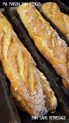 Et si vous faisiez vos baguettes maison ? Non non n'ayez pas peur, c'est vraiment très très simple, et surtout il n'y a rien de meilleur que de sentir la bonne odeur du pain dans sa maison ! Ingrédients : 500 g de farine T55, 300 g d'eau tiède, 70 g de...