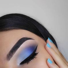 Stunning 45 Lovely Blue Makeup Looks this Now http://vattire.com/index.php/2018/10/31/45-lovely-blue-makeup-looks-this-now/ Makeup Eyeshadow, Makeup Lips, Glam Makeup, Makeup Art, White Eye Makeup, Beauty Makeup, Eyeshadows, How To Apply Eyeshadow, Makeup Routine