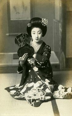 Maiko Tomigiku of Gion Kobu playing the tsuzumi hand-drum; 1910s. Tomigiku-san became a Maiko in the very late Meiji Period (1868-1912) and worked as a Geiko until the early Shōwa Period (1926-1989). She was already popular as a Maiko and became...