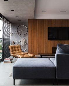 WEBSTA @ arq.paularoque - Home Theater para inspirar✨Painel de madeira e parede de cimento queimado deixa o ambiente bem contemporâneo