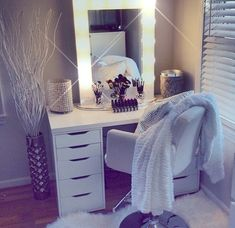 Find the beautiful makeup room ideas, designs & inspiration to match your style. Browse through images of makeup room & vanity mirror to create your perfect home. Dream Rooms, Dream Bedroom, Master Bedroom, Master Bath, Sala Glam, Vanity Room, Bedroom With Vanity, Ikea Vanity Table, Corner Vanity