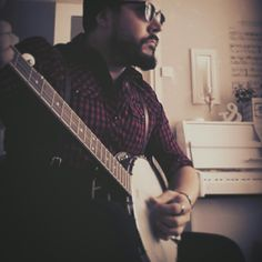 Checked shirt, suspenders, banjo, vintage sunglasses, beard