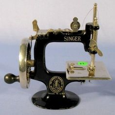 pics+of+victorian+sewing+machines | Sewing machines, fine Victorian Machine Design