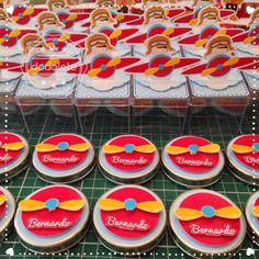 Caixa Ácrilica 3D e Latinha Metal 3D Airplane Party, Family Birthdays, Creative Kids, Birthday Parties, Baby Shower, Homemade, Mickey Mouse, The Aviator, Planes Birthday