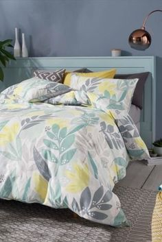 Set in soft teal, our bold leaf bed set is made in perfect harmony with the season. Yellow and teal come together to form a look, you'd wait to get home to!