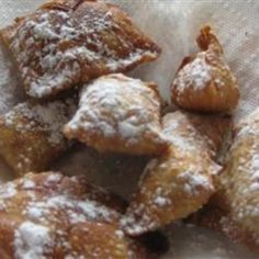 This is an Asian twist on rhubarb pie. Sweet and tangy rhubarb is wrapped in a wonton wrapper and fried to make a sweet treat with a nice crunch! Just Desserts, Dessert Recipes, Rhubarb Recipes, Rhubarb Pie, Cooking Rhubarb, Wonton Recipes, Grill Recipes, Beer Recipes, Good Food
