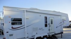 Are ready to hit the lake for a weekend of fun and excitement? If so this great 5th wheel is just perfect for you and the family to have loa...