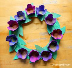 easy flower paper plate wreath made using egg cartons