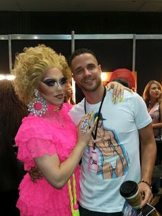 The wonderful #indiaferrah and assorted peeps from #rupaulsdragcon