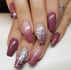 Ombre nails are everywhere these days. Ombre nails are eye-catching and personalized, and can be subtle as you want. I like a soft pastel ombre fade that is suitable for everyday use or glitter ombre nails for special occasions such as weddings. Mauve Nails, Coffin Nails Matte, Glitter Nails, Fun Nails, Pretty Nails, Silver Glitter, Gradient Nails, Stiletto Nails, Burgundy Nails